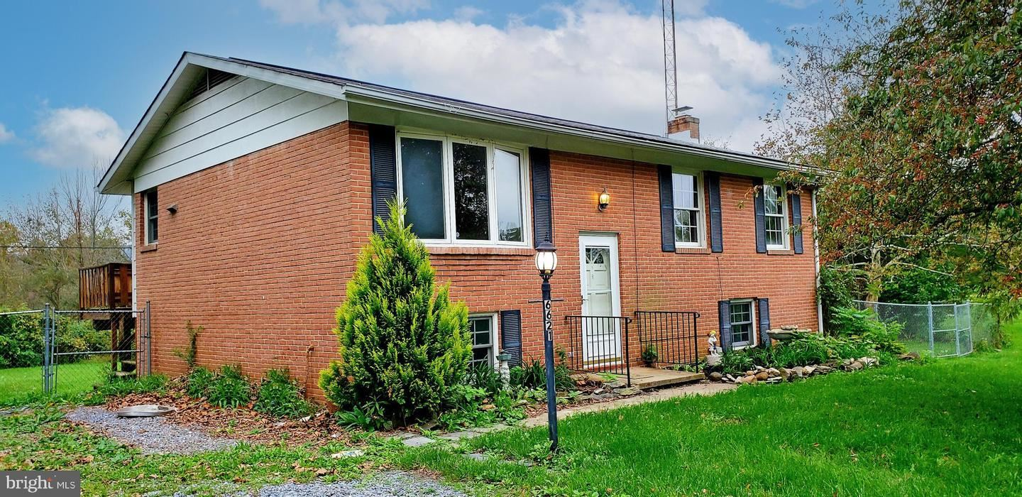 Photo of 6621 WILLIS LN, FREDERICK, MD 21702 (MLS # MDFR2000287)