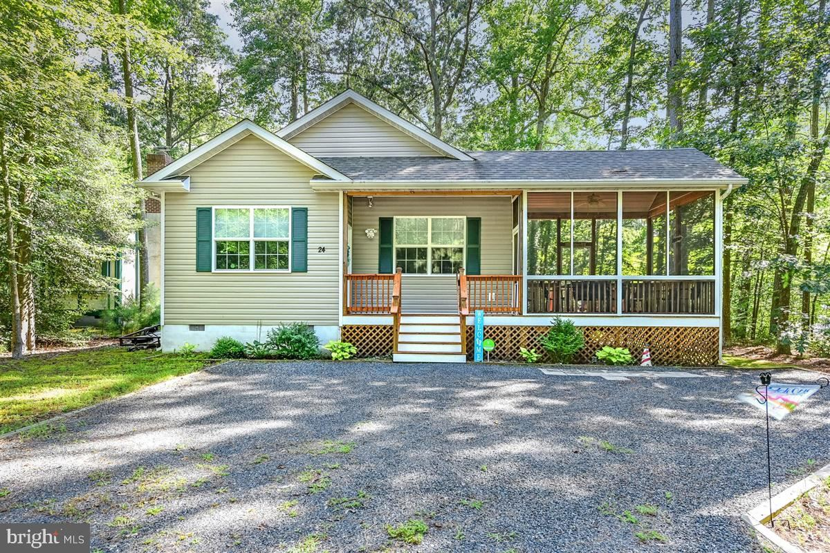 Photo for 24 SEAGRAVE LN, OCEAN PINES, MD 21811 (MLS # MDWO116290)