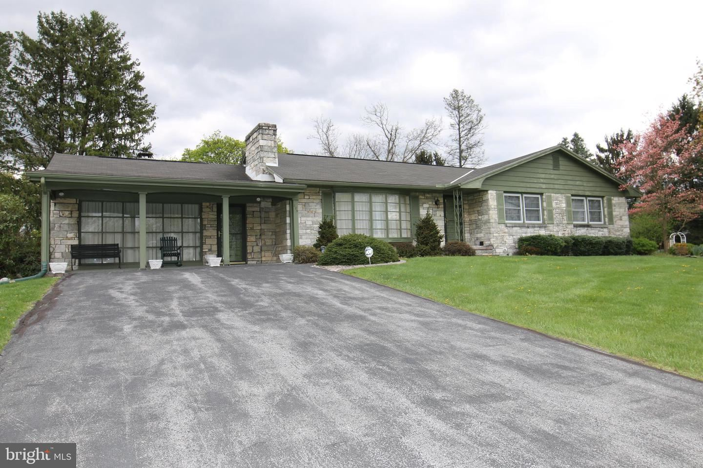 Photo of 438 SYCAMORE LN, MARTINSBURG, WV 25401 (MLS # WVBE185290)
