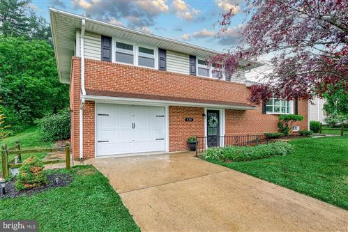 Photo of 635 WOODLAND AVE, DALLASTOWN, PA 17313 (MLS # PAYK160292)