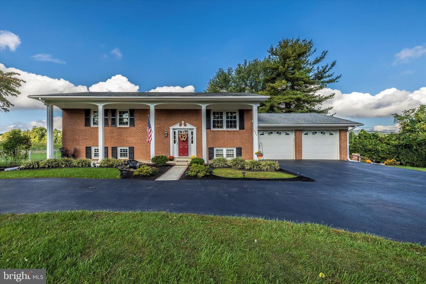 Photo of 6742 MOUNT PHILLIP RD, FREDERICK, MD 21703 (MLS # MDFR2000293)