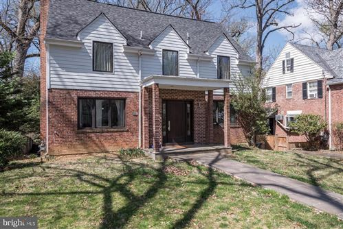 Photo of 6906 MAPLE AVE, CHEVY CHASE, MD 20815 (MLS # MDMC756302)