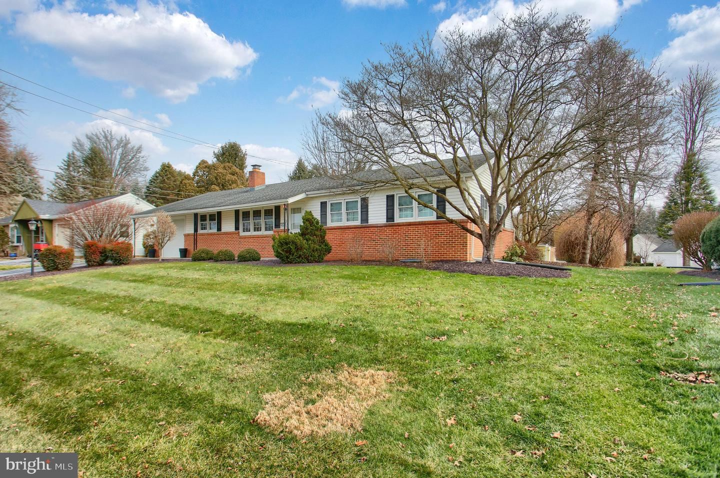 Photo of 895 EMILY DR, MECHANICSBURG, PA 17055 (MLS # PACB131306)
