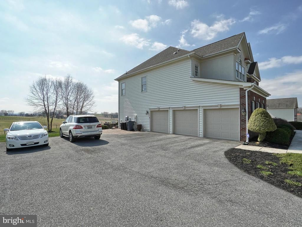 Photo of 19533 WANETA DR, BOONSBORO, MD 21713 (MLS # MDWA171310)