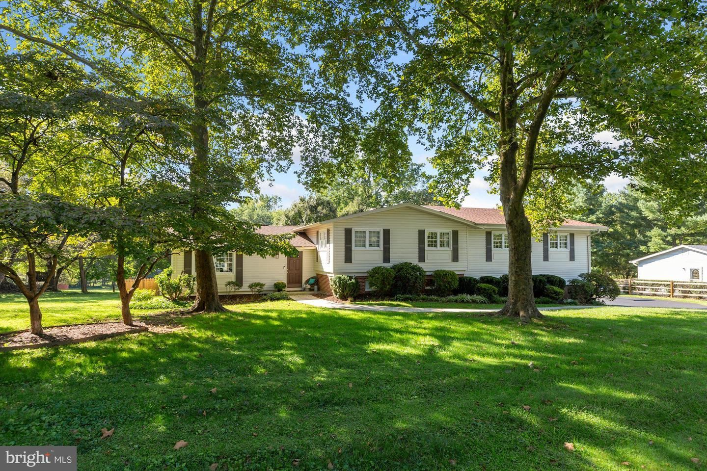 Photo of 12420 DEOUDES RD, BOYDS, MD 20841 (MLS # MDMC2014314)