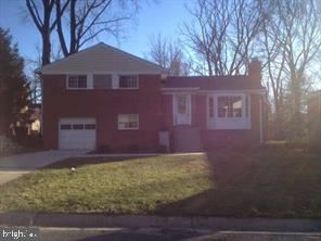 Photo of 3504 DUNDEE DRWY, CHEVY CHASE, MD 20815 (MLS # MDMC2007318)