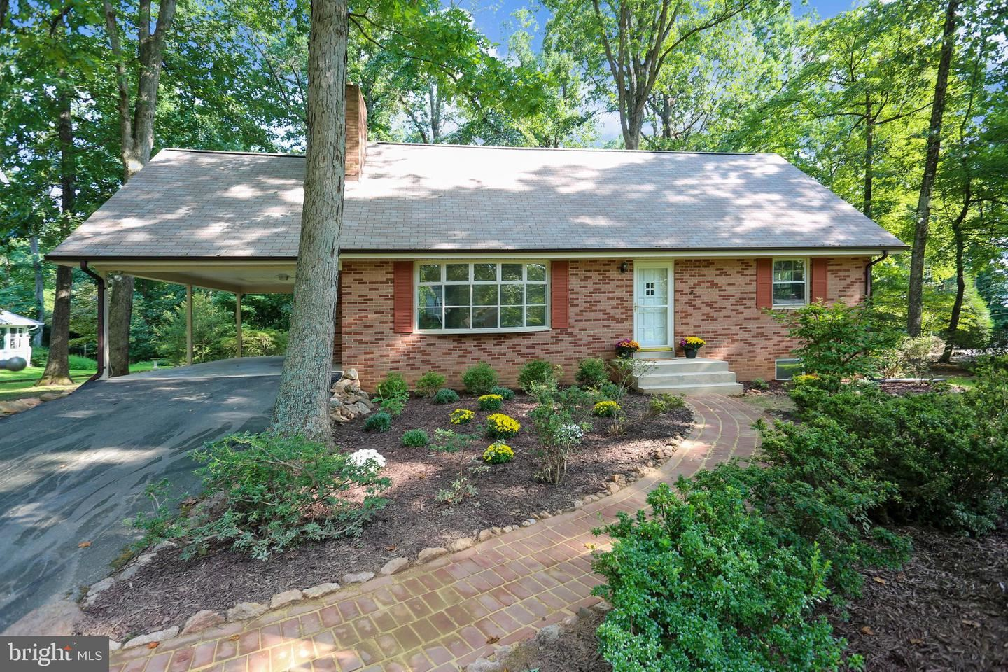 Photo of 18705 ROCKY WAY, DERWOOD, MD 20855 (MLS # MDMC724320)