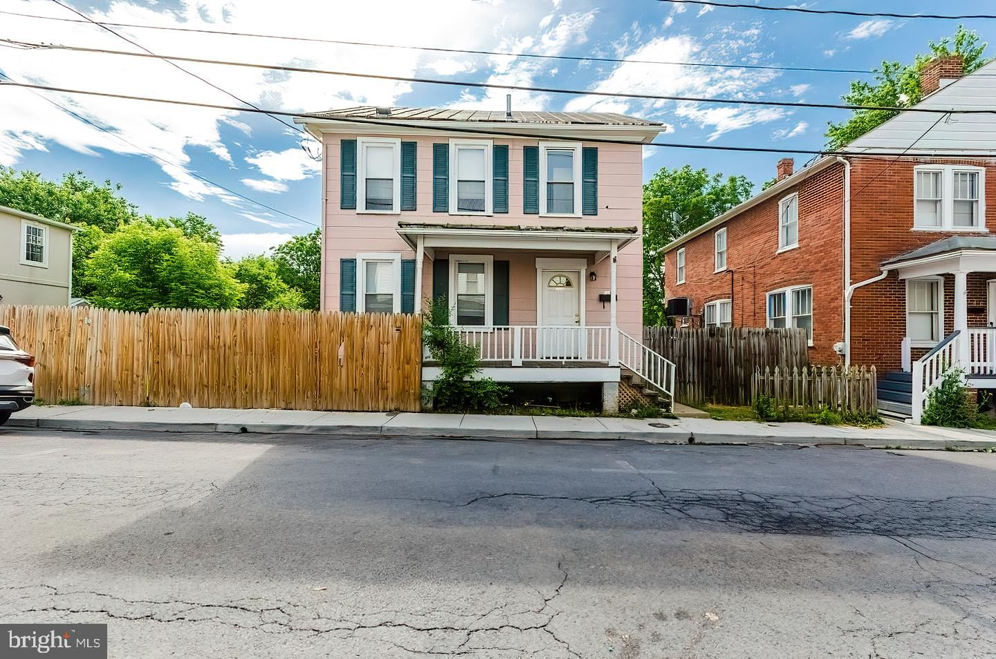 Photo of 320 FAIRVIEW AVE, WINCHESTER, VA 22601 (MLS # VAWI116326)