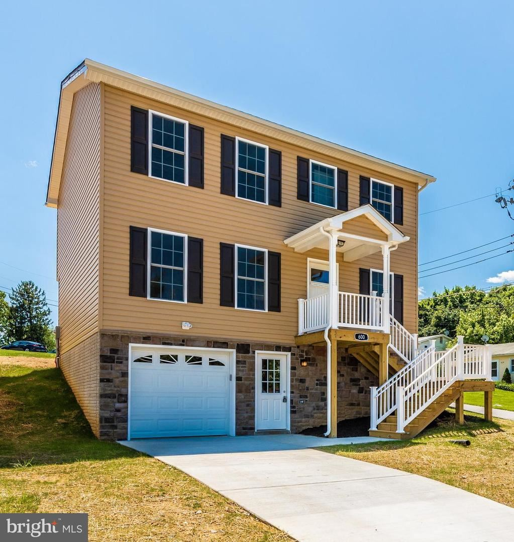 Photo of 604 FIFTH AVE, BRUNSWICK, MD 21716 (MLS # MDFR2002334)