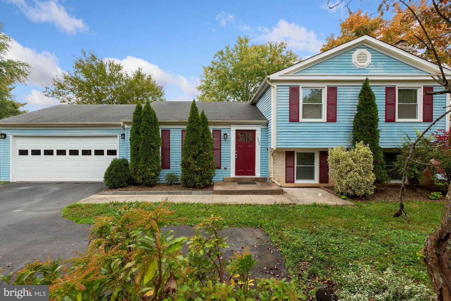 Photo of 1008 MERLINS CT, HERNDON, VA 20170 (MLS # VAFX1163344)