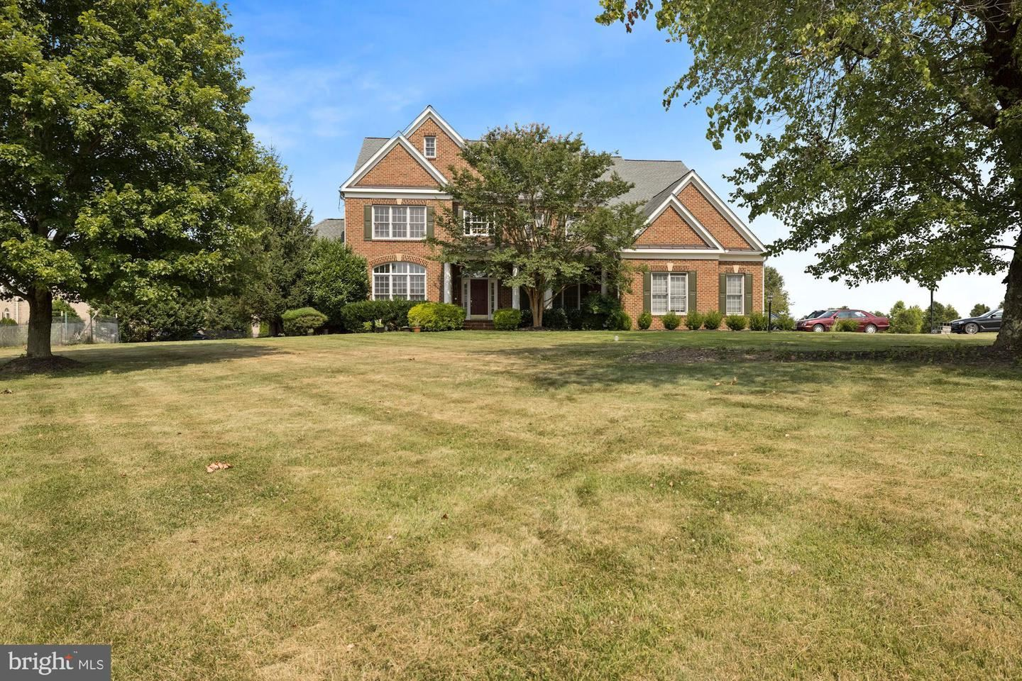 Photo of 12519 SYCAMORE VIEW DR, POTOMAC, MD 20854 (MLS # MDMC2005350)