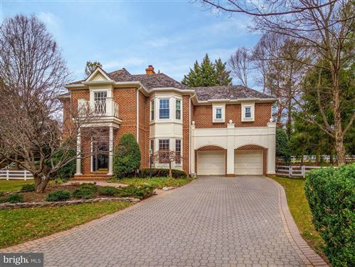 Photo of 5 TOWN GATE CT, BETHESDA, MD 20817 (MLS # MDMC694352)