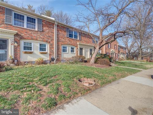 Photo of 5830 REXFORD DR #728, SPRINGFIELD, VA 22152 (MLS # VAFX1106352)