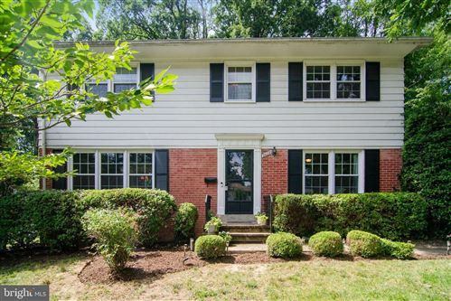Photo of 2608 BOWLING GREEN DR, VIENNA, VA 22180 (MLS # VAFX1145354)