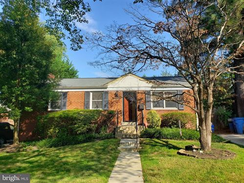 Photo of 4813 TOPPING RD, ROCKVILLE, MD 20852 (MLS # MDMC733358)