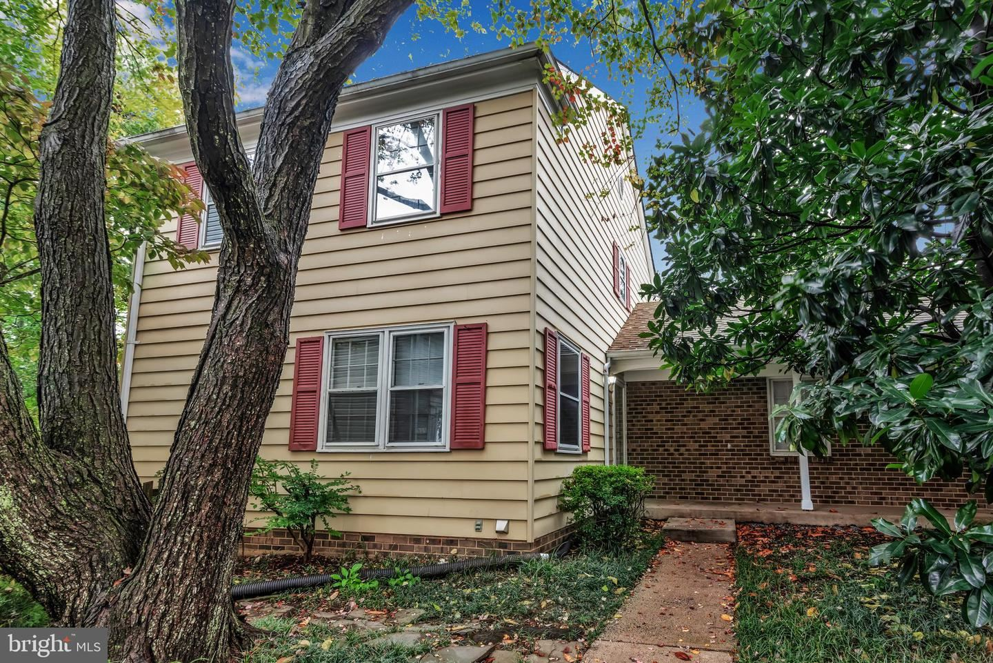 Photo of 702 HEMLOCK CT, HERNDON, VA 20170 (MLS # VAFX1159360)