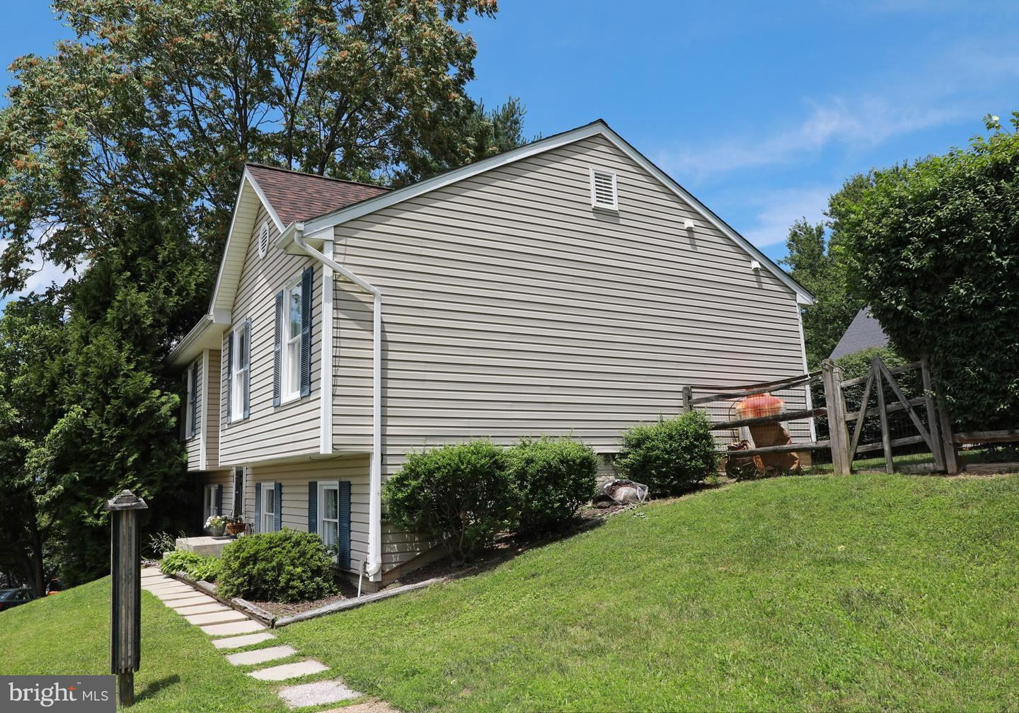 Photo of 10802 LAKE CT W, NEW MARKET, MD 21774 (MLS # MDFR266378)