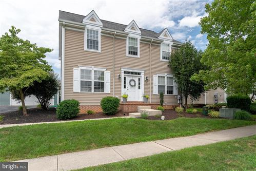 Photo of 505 THORNBERRY LN, LITITZ, PA 17543 (MLS # PALA167382)