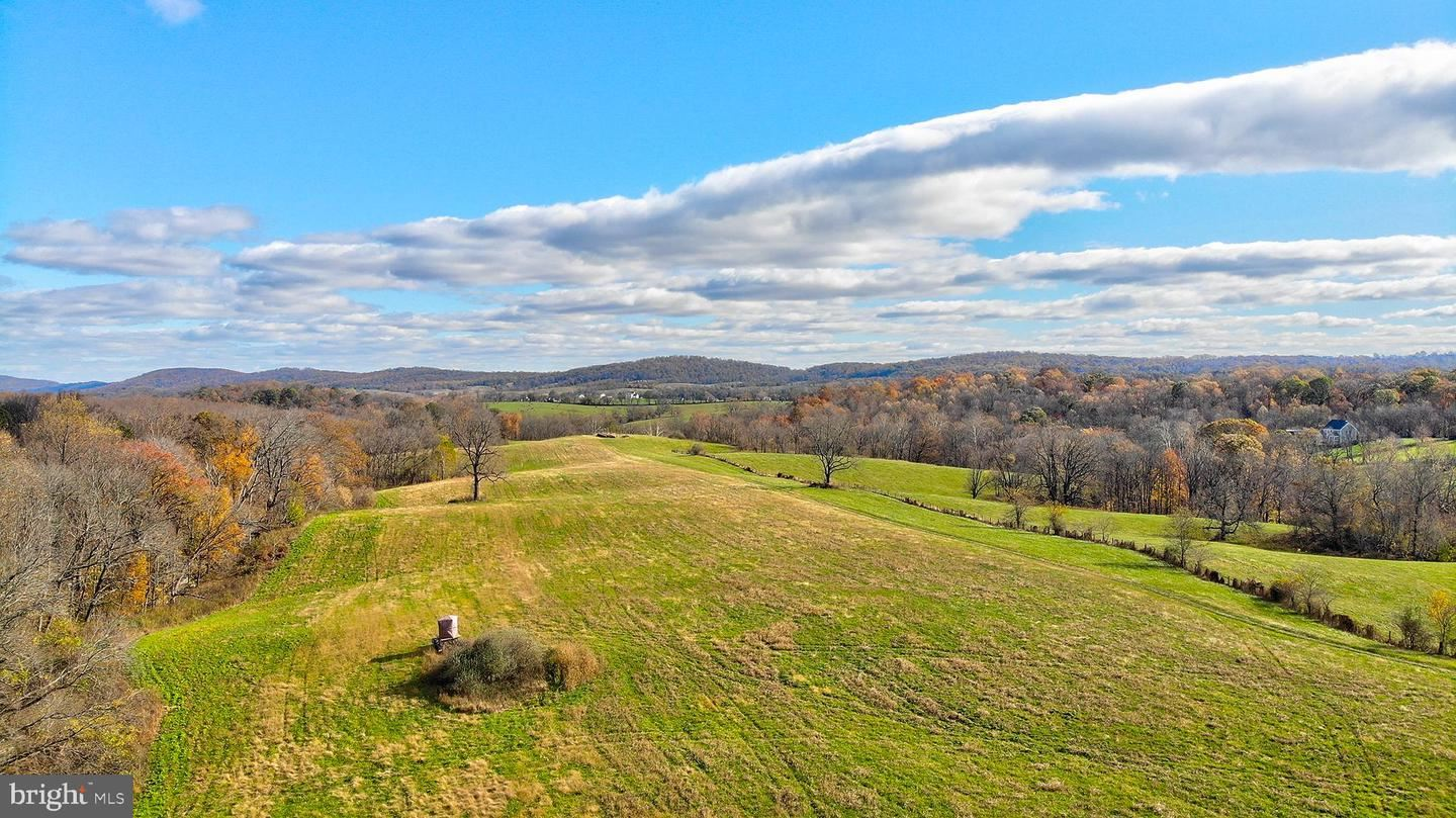 Photo of 14670 CREEK LN, WATERFORD, VA 20197 (MLS # VALO399382)
