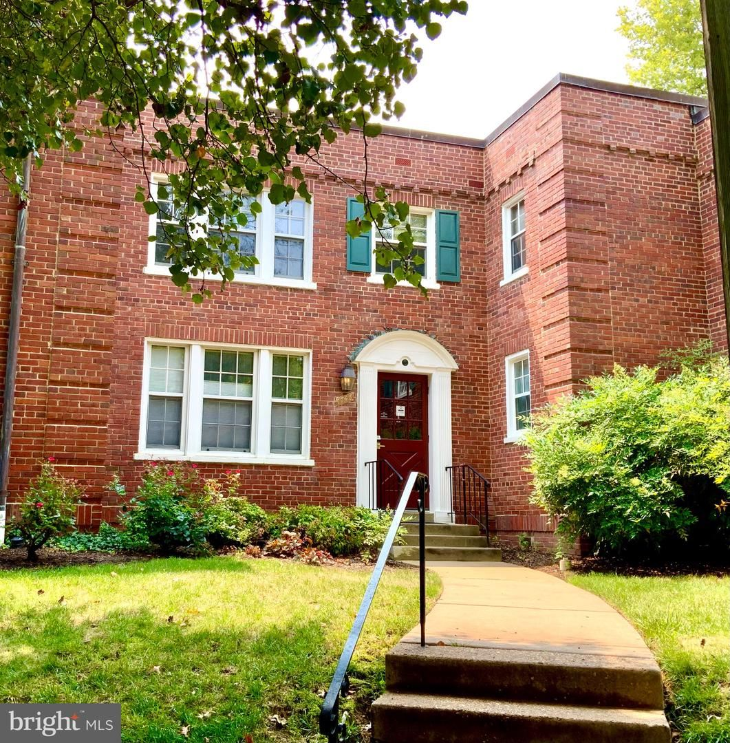 Photo for 1746 N RHODES ST #318, ARLINGTON, VA 22201 (MLS # VAAR2002388)
