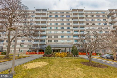 Photo of 4977 BATTERY LN #1-G1, BETHESDA, MD 20814 (MLS # MDMC740392)