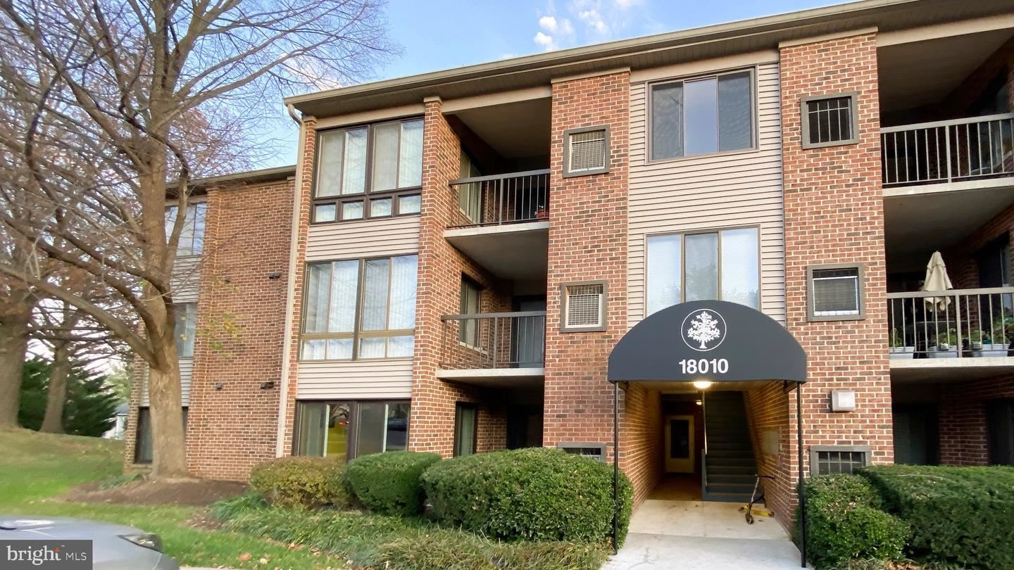 Photo of 18010 CHALET DR #18-302, GERMANTOWN, MD 20874 (MLS # MDMC735396)