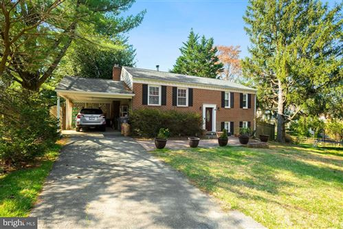 Photo of 6 GROVEPOINT CT, ROCKVILLE, MD 20854 (MLS # MDMC749402)