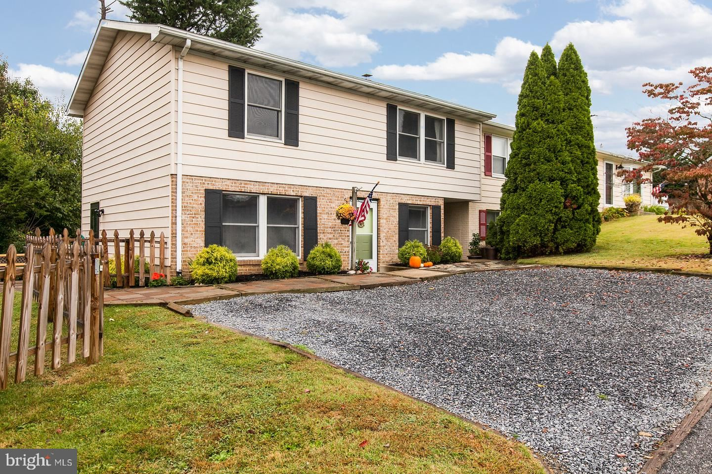 Photo of 96 SUMMERS DR, MIDDLETOWN, MD 21769 (MLS # MDFR272402)