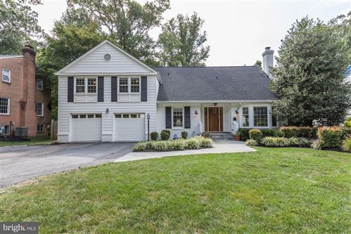 Photo of 11402 HOUNDS WAY, NORTH BETHESDA, MD 20852 (MLS # MDMC678404)