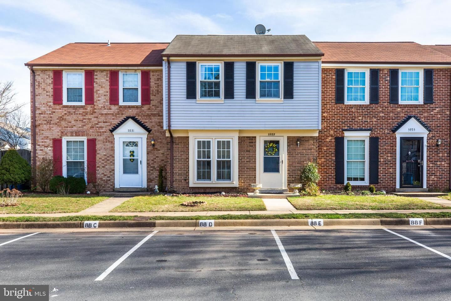 Photo of 5933 GRISBY HOUSE CT, CENTREVILLE, VA 20120 (MLS # VAFX1112404)