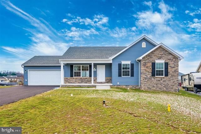 Photo of 352 DAYSPRING LN, HAGERSTOWN, MD 21742 (MLS # MDWA176406)