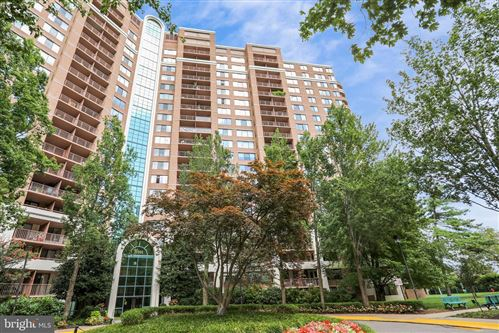 Photo of 10101 GROSVENOR PL #917, ROCKVILLE, MD 20852 (MLS # MDMC756408)