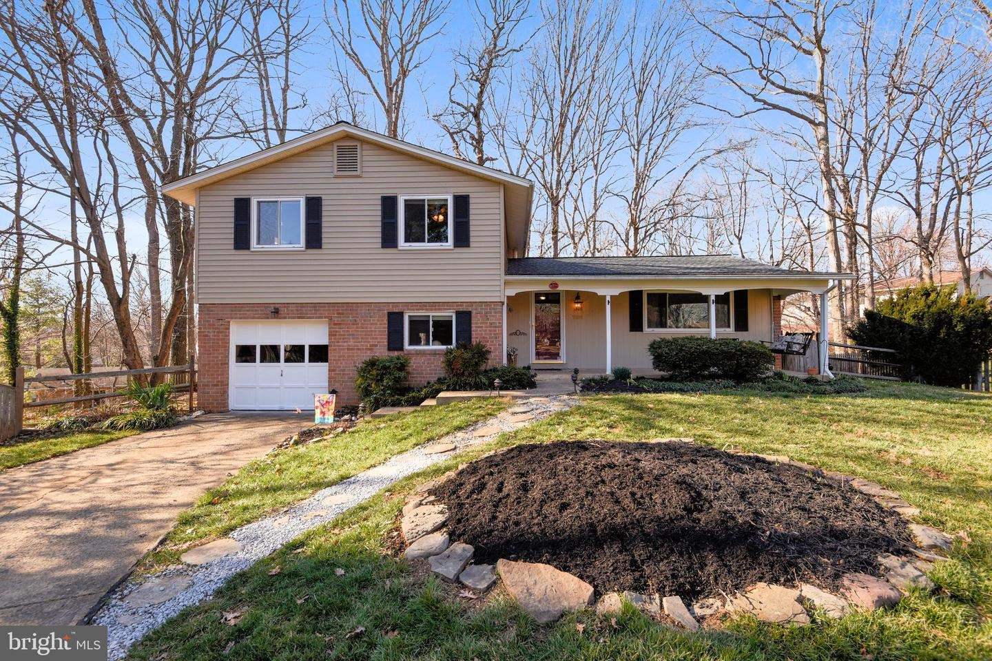 Photo of 5200 ELLINGTON CT, FAIRFAX, VA 22032 (MLS # VAFX1112410)