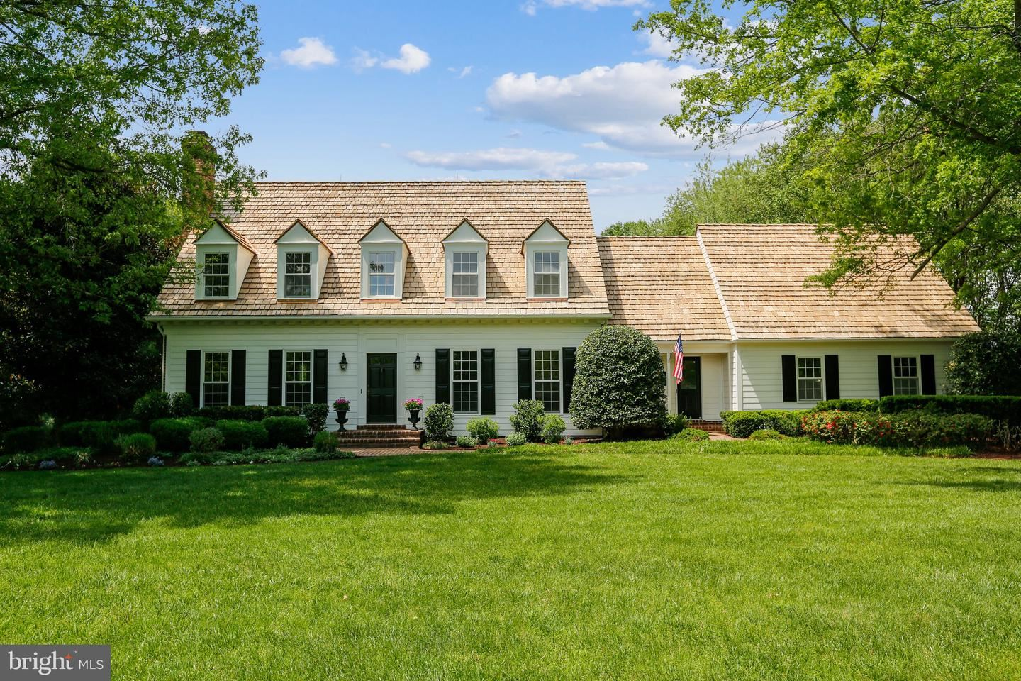 Photo of 13550 STONEBARN LN, NORTH POTOMAC, MD 20878 (MLS # MDMC756416)