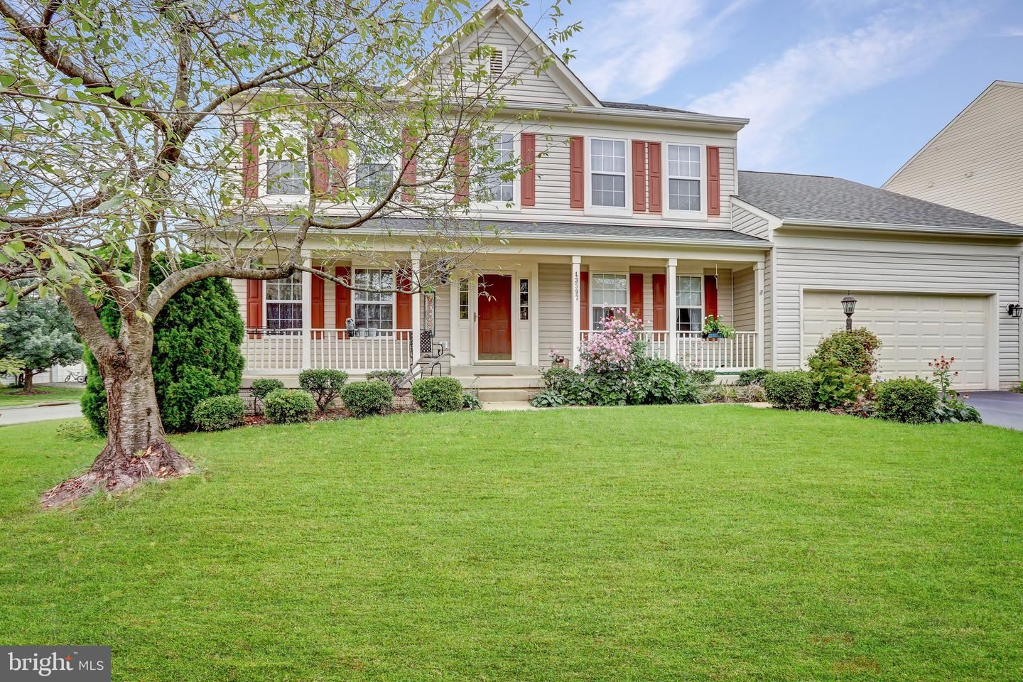 Photo of 43397 HATTEN CROSS CT, ASHBURN, VA 20147 (MLS # VALO421418)
