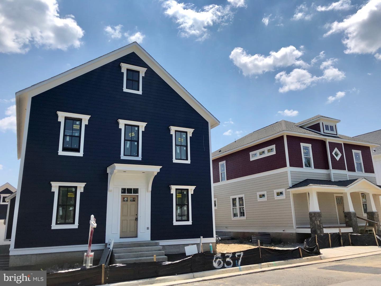 Photo of 637 JEFFERSON ST, HERNDON, VA 20170 (MLS # VAFX1110434)