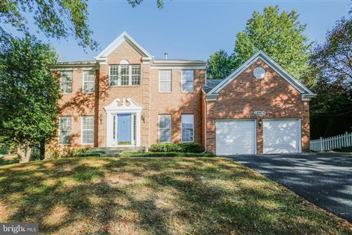 Photo of 19904 KNOLLCROSS DR, GERMANTOWN, MD 20876 (MLS # MDMC729446)