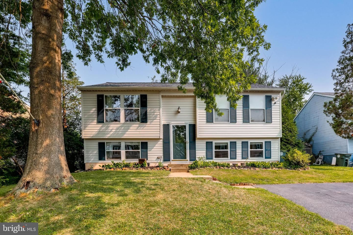 Photo of 1319 DANBERRY DR, FREDERICK, MD 21703 (MLS # MDFR2001454)