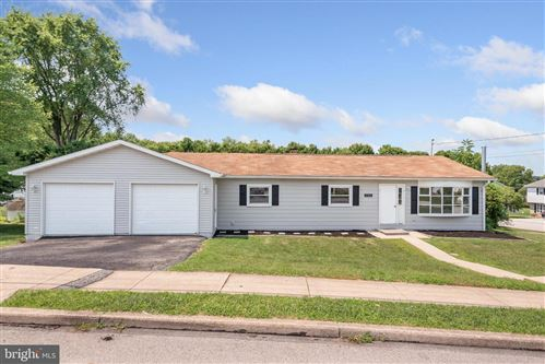 Photo of 120 LINCOLNWAY DR, YORK, PA 17408 (MLS # PAYK160458)