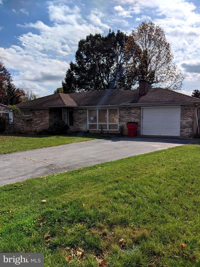 Photo of 17609 CREST DR, HAGERSTOWN, MD 21740 (MLS # MDWA176460)