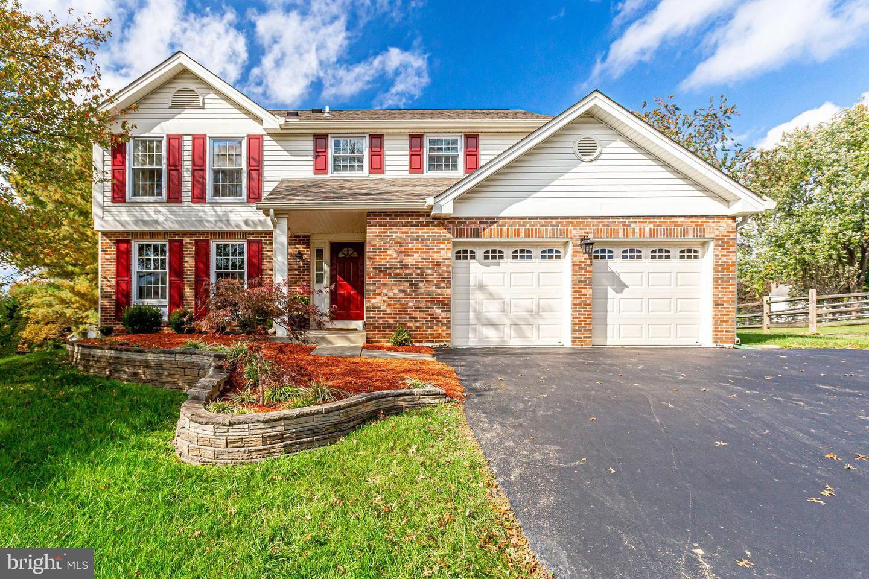 Photo of 14632 BOAT HOUSE WAY, NORTH POTOMAC, MD 20878 (MLS # MDMC732462)