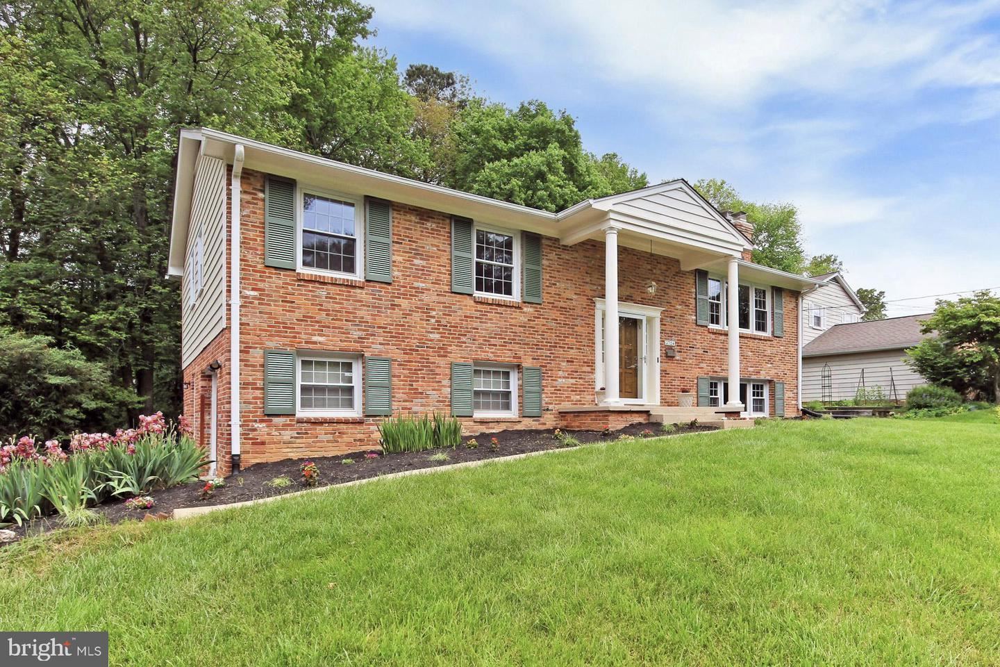 Photo of 3724 CAMELOT DR, ANNANDALE, VA 22003 (MLS # VAFX1199472)