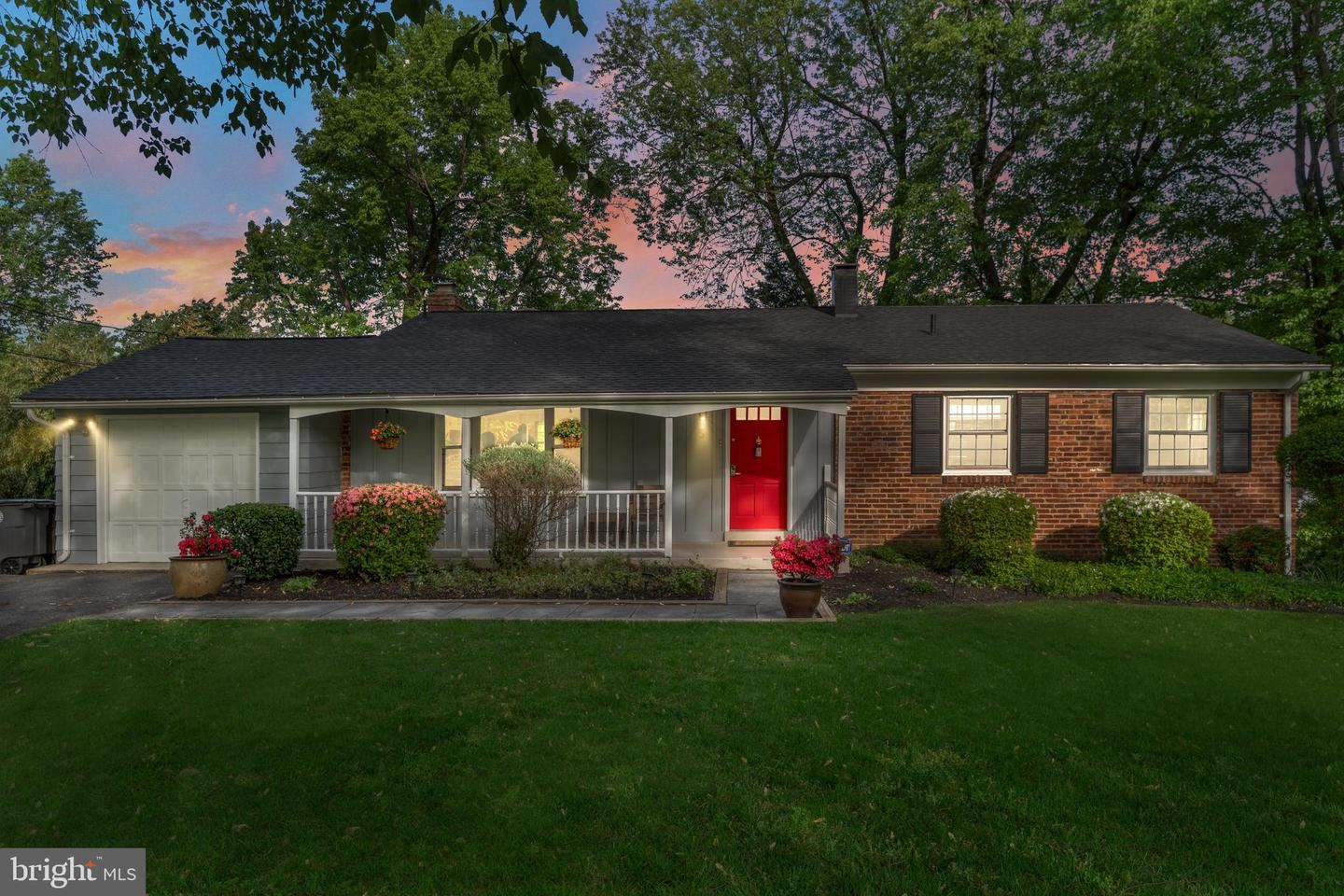 Photo of 5 SUSSEX CT, ROCKVILLE, MD 20854 (MLS # MDMC756476)
