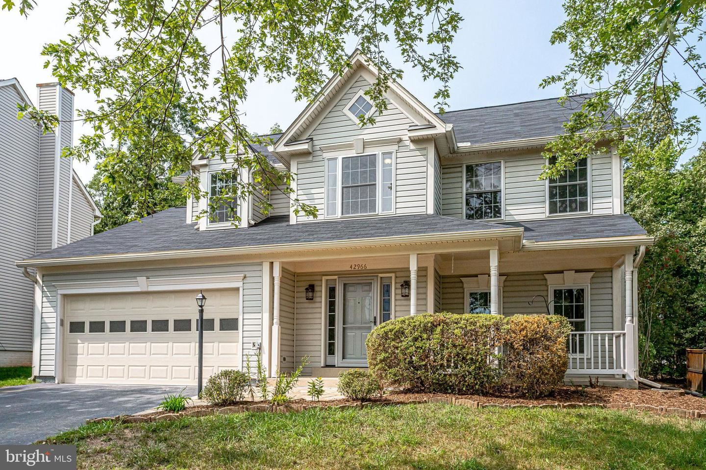 Photo of 42966 TARA CT, ASHBURN, VA 20147 (MLS # VALO421476)