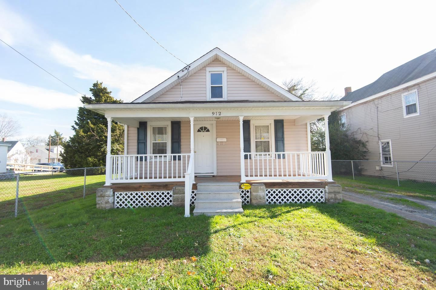 Photo for 912 SPRINGFIELD AVE, CAMBRIDGE, MD 21613 (MLS # MDDO126488)