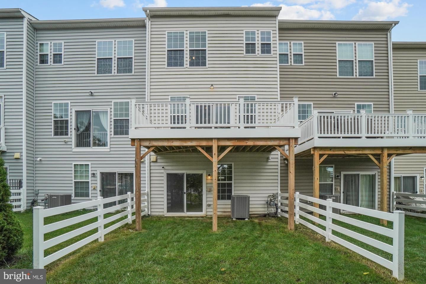 Photo of 19553 WOOTTON AVE, POOLESVILLE, MD 20837 (MLS # MDMC2017492)