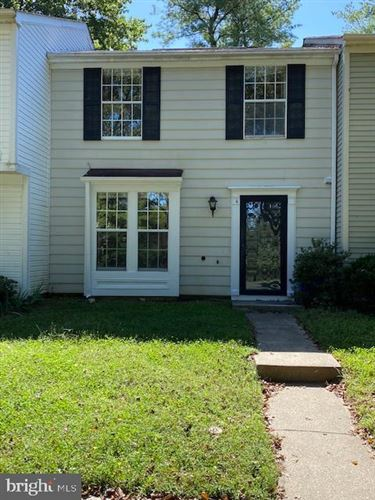 Photo of 4 TEANECK CT, NORTH POTOMAC, MD 20878 (MLS # MDMC726500)