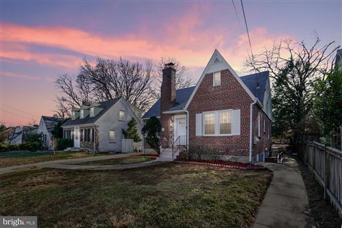 Photo of 608 FOREST GLEN RD, SILVER SPRING, MD 20901 (MLS # MDMC693502)