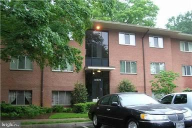 Photo of 10304 ROCKVILLE PIKE #401, ROCKVILLE, MD 20852 (MLS # MDMC694502)