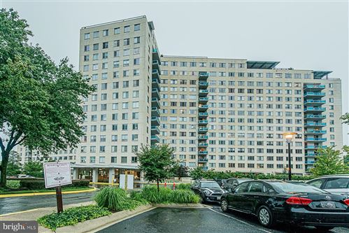 Photo of 10500 ROCKVILLE PIKE #604, ROCKVILLE, MD 20852 (MLS # MDMC713512)